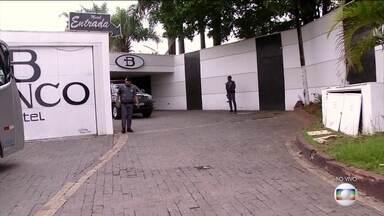 Polícia descobre centro de distribuição de drogas dentro de motel em SP - Os policiais foram recebidos a tiros quando chegaram ao motel. Dois suspeitos foram mortos. O caso está sendo investigado pela Polícia Federal.