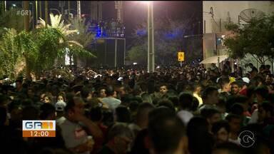 Moradores de Petrolina comemoram o aniversário da cidade em clima de carnaval - Dois trios elétricos fizeram a alegria do público na Orla da cidade.