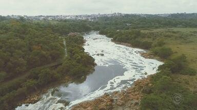 Mancha de poluição do Rio Tietê reduziu 8 km - A mancha de poluição do Rio Tietê, o maior rio paulista, reduziu oito quilômetros no último ano, segundo a ONG SOS Mata Atlântica. A informação é de um relatório da entidade que a TV TEM teve acesso com exclusividade.