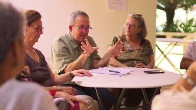 Idosos se juntam em comunidades para compartilhar o futuro - Professores e funcionários da Unicamp criaram proposta de condomínio em Campinas. Em Londres, grupo de mulheres com mais de 50 anos vive em habitação compartilhada.