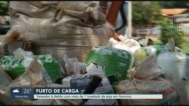 Vereador de Aramina é detido por suspeita com envolvimento no furto de carga - Cerca de 1200 quilos de soja furtada foram encontradas na fazendo do vereador.