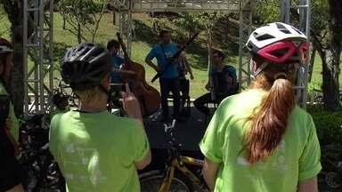 Dia Mundial Sem Carro teve música para incentivar o uso de bicicleta em São Paulo - Ciclistas assistiram a dezenas de apresentações musicais na zona leste da cidade.