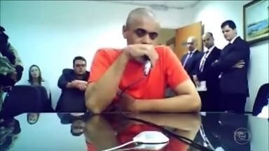Autor de atentado a Jair Bolsonaro agiu sozinho, diz Polícia Federal - Investigações indicam que Adélio Bispo de Oliveira não teve ajuda. O candidato à Presidência pelo PSL levou uma facada no início do mês.