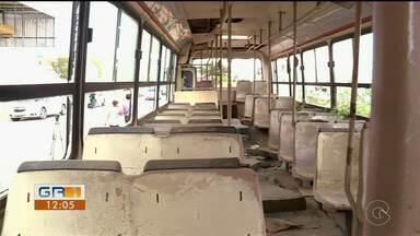 Moradores de Petrolina denunciam carros abandonados em ruas da cidade - Esses veículos podem representar perigos para a população.