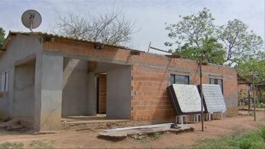 Casas ficam destelhadas durante chuva rápida em Várzea Grande - Casas ficam destelhadas durante chuva rápida em Várzea Grande