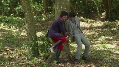 Luccino e Otávio conseguem se soltar - O italiano se preocupa com Nicoletta
