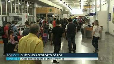 Avião sai da pista e causa transtorno no aeroporto de Foz - Ninguém saiu ferido.