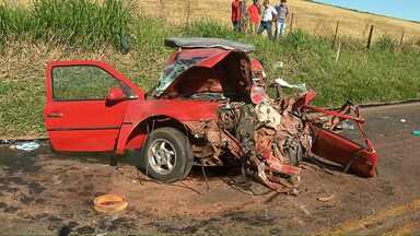 PR-445 é parcialmente liberada após quase oito horas de interdição - Um acidente provocou a interdição da pista e deixou uma menina morta.
