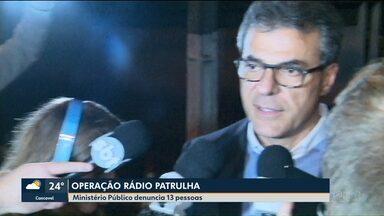 Ministério público denuncia 13 pessoas na Operação Rádio Patrulha - O ex-governador e candidato ao Senado, Beto Richa, foi um denunciados na investigação que apura pagamento de propina no programa de recuperação de estradas rurais, chamado Patrulha do Campo