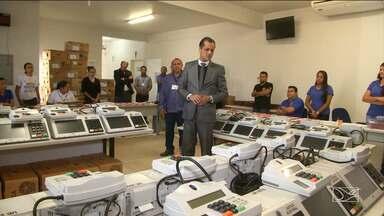 Urnas que serão usadas no interior do Maranhão são lacradas - Urnas que serão usadas nos municípios de Fortaleza dos Nogueiras, Formosa da Serra e Nova Colinas foram lacradas nesta quarta-feira (26).