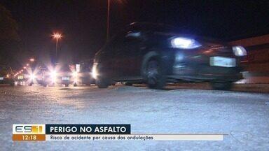 Ondulações no asfalto colocam em risco motoristas da Grande Vitória - O DNIT disse que vai resolver o problema na BR-262 depois do dia 15 de outubro, quando está previsto a manutenção no asfalto no trecho de Jardim América e Campo Grande.