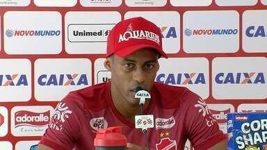 Com indefinições na equipe, Alex Henrique quer ataque do Vila mais eficiente - Jogador comenta importância da partida contra o Guarani, sexta-feira