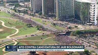 Manifestantes contra a candidatura de Jair Bolsonaro se reúnem no centro da capital - Segundo cálculos da polícia militar, cerca de 7 mil pessoas participaram da manifestação. Já a organização do evento informou que o ato reuniu 30 mil pessoas.