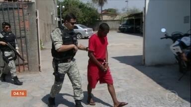 Preso suspeito de matar filha de 3 anos a golpes de faca em MG - Ele ainda feriu a esposa e a outra filha, de cinco anos. Mesmo feridas, as duas conseguiram correr para rua e pedir socorro. Um vizinho viu a situação e chamou a polícia. Confira outras notícias do Brasil.