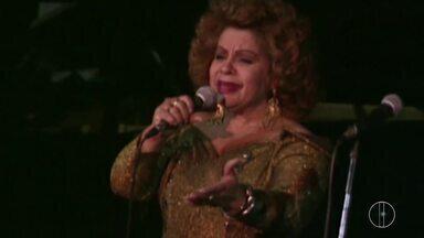 Natural de Macaé, cantora Angela Maria é enterrada - Assista a seguir.