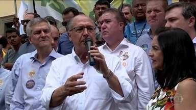 Candidato do PSDB, Geraldo Alckmin, faz campanha em Santa Catarina e São Paulo - Jornal Nacional mostra como foram as atividades de campanha de candidatos à presidência nesta segunda-feira (1º).