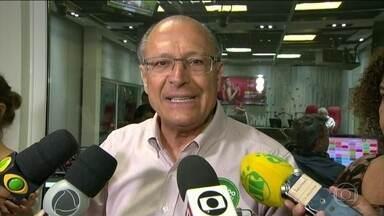 Geraldo Alckmin faz campanha no Rio de Janeiro - O candidato do PSDB participou de um programa de rádio e disse que, se eleito, vai reforçar o controle de fronteiras, criar uma Guarda Nacional com 5 mil homens e mulheres e investir em treinamento e tecnologia.