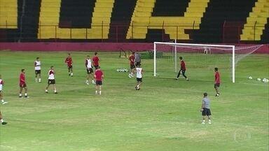 Sport abre treino para sócios apoiarem time antes de jogo contra Internacional, na Ilha - Torcedores curtiram os trabalhos realizados à noite e deram força aos jogadores