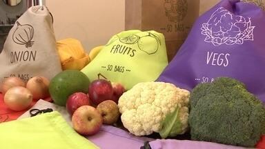 Sacos conservam legumes, frutas e verduras por mais de duas semanas na geladeira - O VC no PEGN mostra a história de duas amigas que inventaram um saquinho para conservar as verduras, frutas e legumes frescos por mais de duas semanas na geladeira.