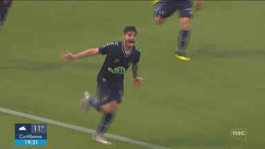 Com gol ao apagar das luzes, Chapecoense vence o Atlético-MG na Arena Condá - Com gol ao apagar das luzes, Chapecoense vence o Atlético-MG na Arena Condá