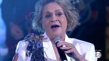 Fafy Siqueira canta 'O Portão' - Ela também imita o Roberto Carlos