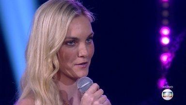 Carol Trentini canta 'Ironic' - A modelo arrasa na apresentação internacional