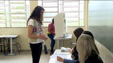 Veja como foi a votação por todo o Brasil neste domingo (07) - Em Salvador muita gente acordou cedo para votar.