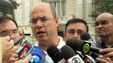 Wilson Witzel cumprimenta eleitores na Central do Brasil nesta segunda-feira (8) - O candidato falou sobre a expectativa para o segundo turno das eleições.