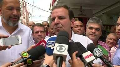Eduardo Paes agradece votos recebidos na Baixada Fluminense nesta segunda (8) - O candidato do DEM disse que ainda não fechou alianças para o segundo turno das eleições 2018.