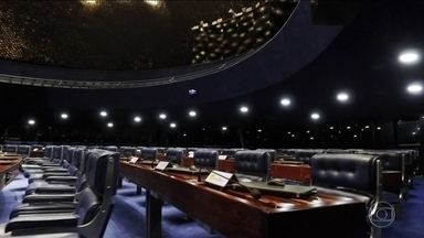 Senado tem a maior renovação desde a redemocratização do país - Dos 32 senadores que tentaram a reeleição, só oito conseguiram. Resultado vai provocar grande mudança de forças no plenário do Senado.