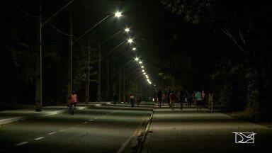 Pontos de escuridão preocupa frequentadores da reserva do Itapiracó em São Luís - Reserva é o principal local de esporte e lazer da comunidade do Itapiracó, mas a falta de iluminação pública na área tem afastado os moradores.