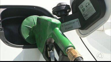 Aprenda a fazer a conta e economizar na hora de colocar combustível no carro - Etanol pode ser a melhor opção.