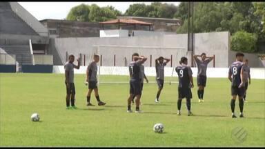 Jogadores conhecidos do futebol paraense passam por avaliações no Remo - Técnico Netão observa atletas que podem reforçar o Leão em 2019, como o lateral-esquerdo Edinaldo, revelado no clube