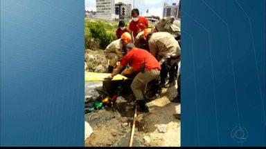 É grave estado de saúde dos trabalhadores que se intoxicaram em Campina Grande - Eles estavam fazendo a manutenção da rede de esgoto no bairro Centenário.