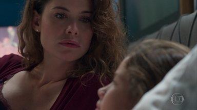 Isabel faz perguntas sobre Cris e Alain a Priscila - Ela fala sobre o velhinho que entregou a encomenda pra Julia e diz que ele deve ser importante