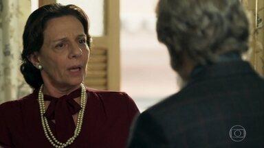 Agustina desconfia de Amadeu - Dom Sabino tenta justificar as atitudes do empresário durante jantar