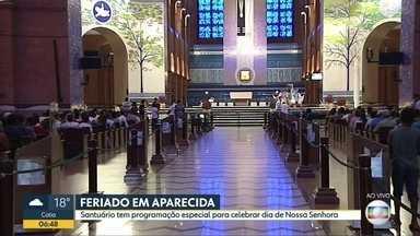 Santuário de Aparecida tem programação especial no Dia de Nossa Senhora - Santuário no interior de SP tem shows, programação religiosa, e atrai milhares de romeiros neste feriado.
