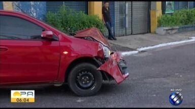 Dois carros colidiram na madrugada desta quinta-feira, 11, no bairro do Reduto - Ninguém ficou ferido.