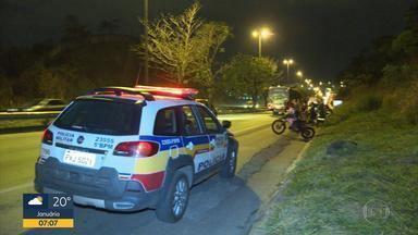 Corpo é encontrado às margens da BR-040, em Belo Horizonte - Segundo a Polícia Militar, o cadáver foi queimado.