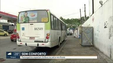 Pontos de ônibus sem abrigo para sol e chuva - Prefeitura diz que depende de condições técnicas pra instalar.Mas falta levantamento dos espaços