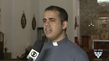 São Vicente tem procissão em homenagem a Nossa Senhora da Aparecida - Procissão acontece no dia em homenagem a padroeira, 12 de outubro.