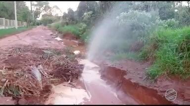 Chuva deixa diversos bairros de Campo Grande cheios de lamas - Moradores reclamam da situação.