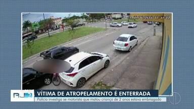 Menino morto em atropelamento é enterrado em Rio das Ostras, no RJ - Assista a seguir.