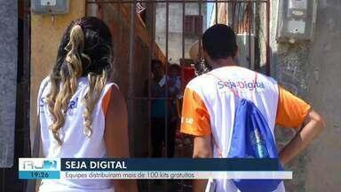Seja digital distribui kits gratuitos em Campos, no RJ - Assista a seguir.