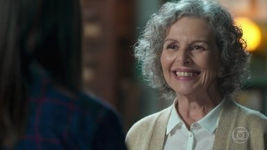 Margot vibra com a decisão de Cris em permanecer em Rosa Branca - Cris conta que começou a pesquisar sobre vidas passadas