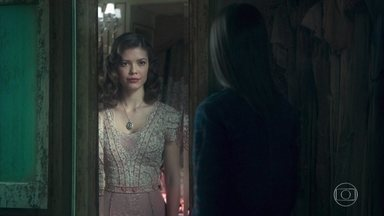 Cris volta no tempo e se vê mais uma vez com Julia Castelo - Margot fica aflita ao perceber que Cris desapareceu