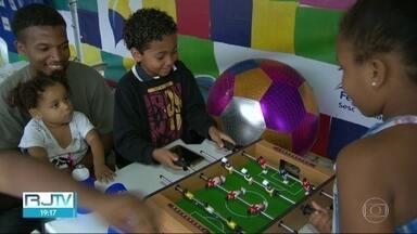 Dia das crianças tem eventos e distribuição de doces, no Rio - Data foi comemorada em vários pontos da cidade.