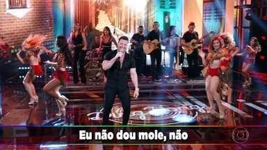Eduardo Costa canta 'Sapequinha' - Cantor animou a galera