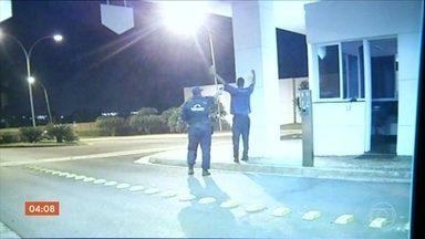 Imagens mostram momento em que vigilante mata porteiro a tiros em GO - Câmeras de segurança mostraram o momento do crime. Parentes da vitima disseram que as ameaças eram frequentes.