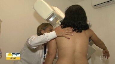 Outubro Rosa: médico alerta sobre os benefícios da descoberta precoce do câncer de mama - Câncer de mama é a doença que mais mata mulheres no Brasil. Em Garanhuns, no Agreste de Pernambuco, estão sendo ofertados exames de mamografia gratuitos.
